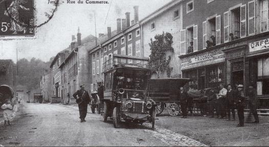 11-vue-du-bas-de-la-rue-du-commerce-1905